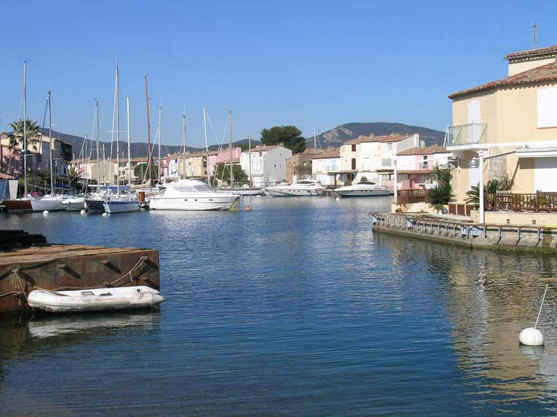 Port grimaud 05590 ile des pins 0 the canals around the for Achat maison sausset les pins